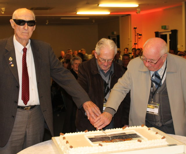 2015 Cutting 40th cake life members Russ Harris, Gordon Griffiths and Doug Chase